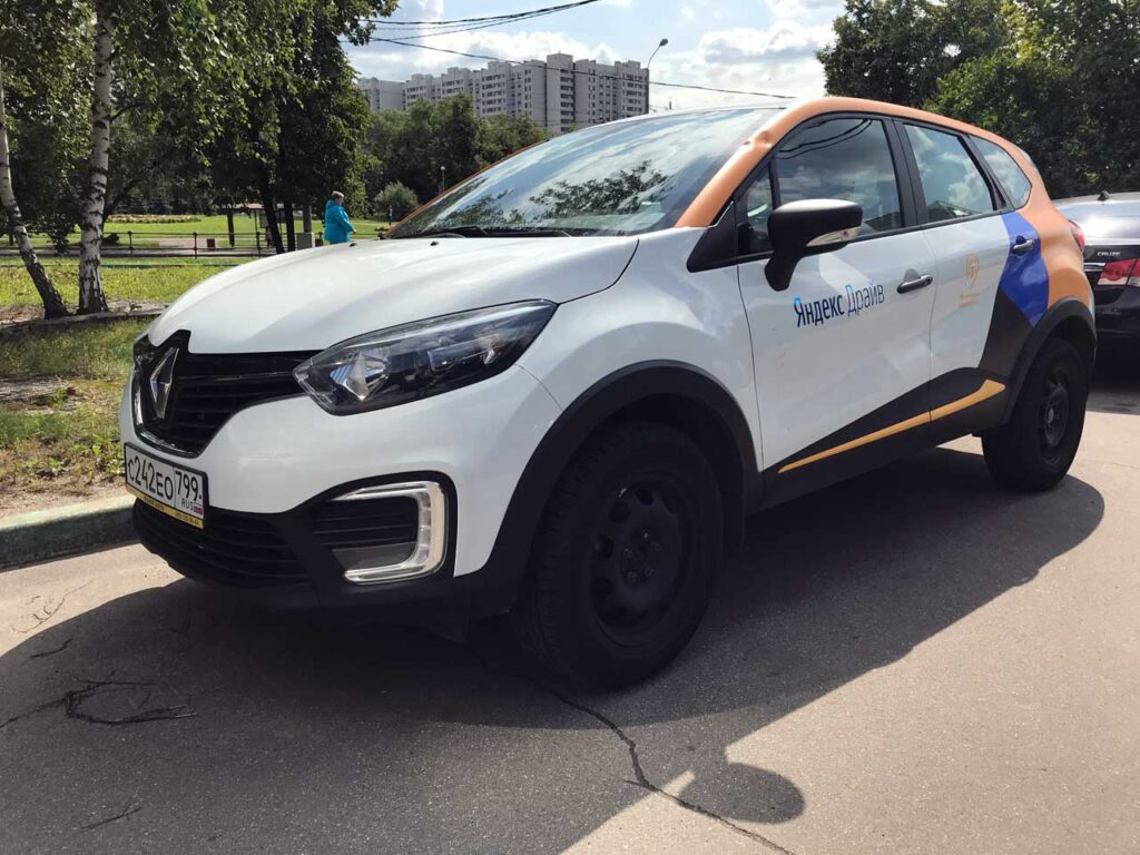 Reanault Kaptur от Яндекс Драйв в Санкт-Петербург