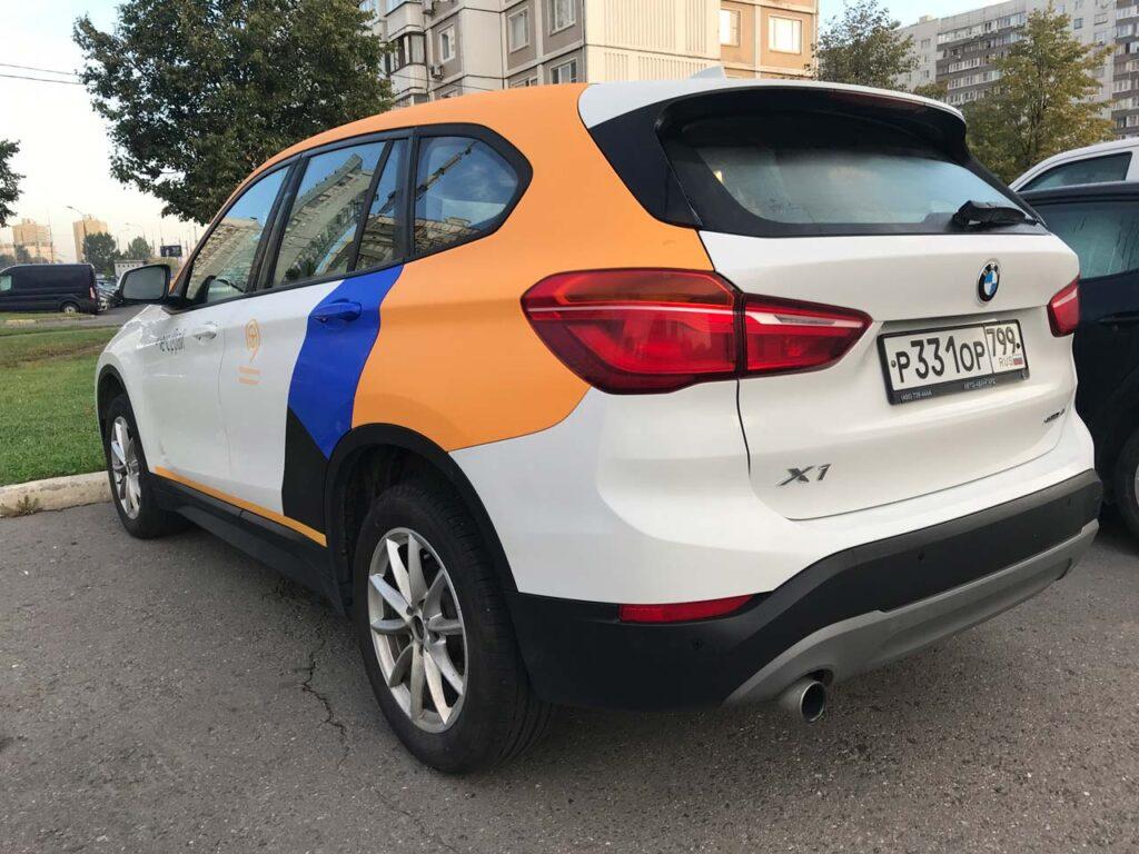 BMW X1 Яндекс Драйв вид сзади