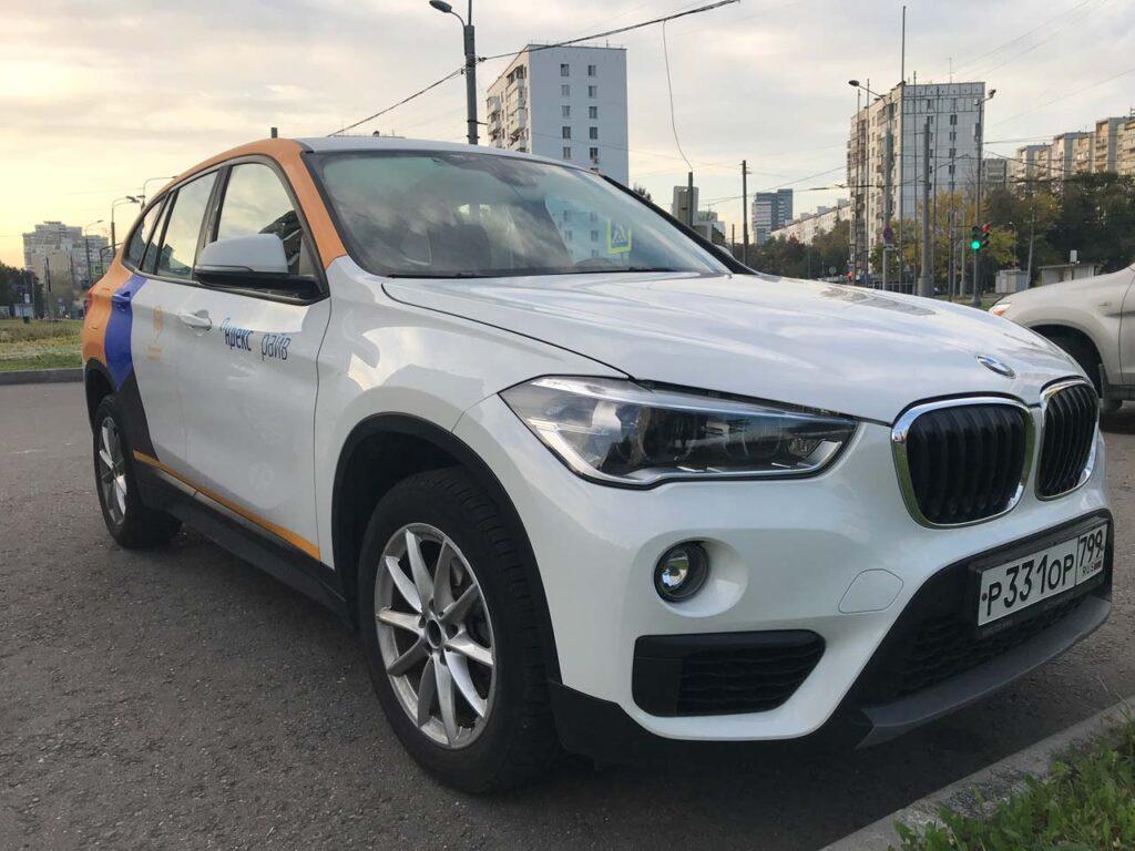 BMW X1 Yandex Drive вид спереди